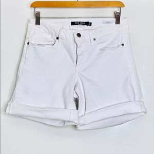 MAX JEANS • White Bermuda Denim Cuffed Shorts